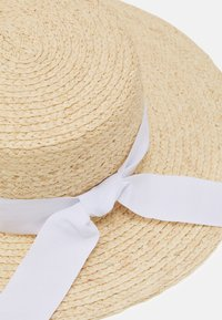 Forever New - JULIA BOATER HAT - Hat - natural/ white - 3