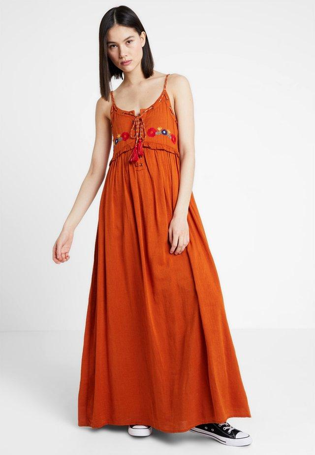FJORD - Vestito lungo - amber