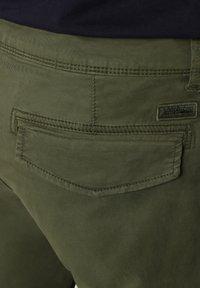 Napapijri - MOTO - Cargo trousers - green cypress - 6