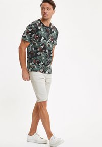 DeFacto - Denim shorts - ecru - 1