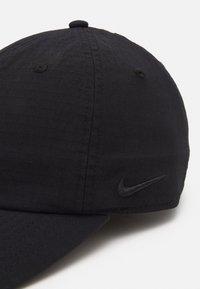 Nike SB - FLATBILL CAP UNISEX - Lippalakki - black/black - 3