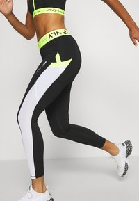 ONLY Play - ONPALIX 7/8 TRAINING - Leggings - black/white/safety yellow - 3