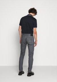 Emporio Armani - Džíny Straight Fit - light grey - 2