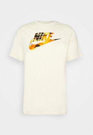 TREND SPIKE - T-shirt imprimé - beige