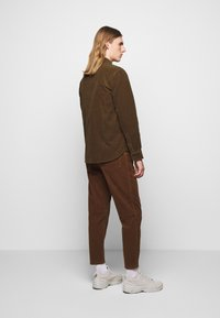 CLOSED - ARMY OVER SHIRT - Chemise - chocolate brown - 2