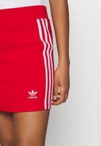 adidas Originals - THREE STRIPES SKIRT - Minifalda - red - 4