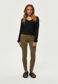 Desires - LOLA GARMENT DYE MIDWAIST - Jeans Skinny Fit - military olive - 1