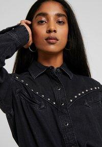 Levi's® - DORI WESTERN - Button-down blouse - black sheep - 4