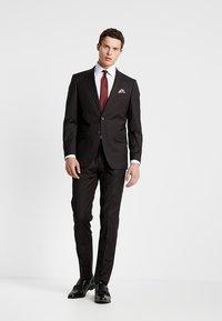 Bugatti - SUIT REGULAR FIT - Suit - bordeaux - 0