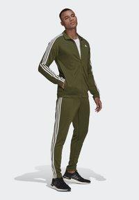 adidas Performance - MTS ATHL TIRO - Survêtement - khaki - 1