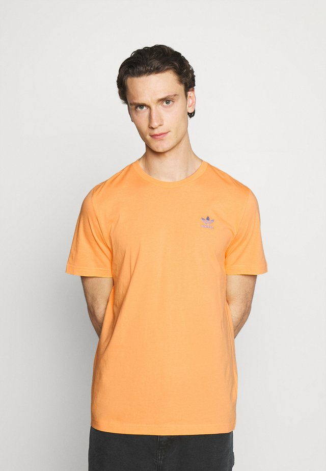 ESSENTIAL TEE - Basic T-shirt - hazy orange