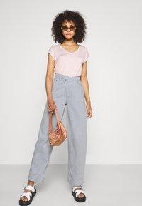Weekday - ALLANIT SKEW TROUSERS - Trousers - denim as hanger - 1