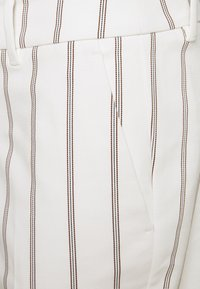 Esqualo - TROUSERS CHINO STRIPED - Broek - offwhite - 2