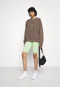 BDG Urban Outfitters - COLORADO SPRINGS CREWNECK - Sweatshirt - brown - 1