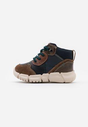 FLEXYPER BOY - Dětské boty - brown/navy
