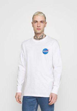 TBAR COLLABORATION TEE - Maglietta a manica lunga - white