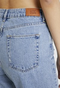 BDG Urban Outfitters - PAX - Jean droit - destroyed denim - 5
