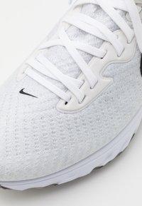 Nike Golf - AIR ZOOM INFINITY TOUR - Golfskor - white/black/platinum tint/volt - 5