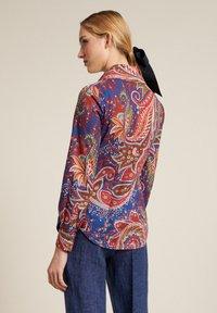 Luisa Spagnoli - Button-down blouse - var blu chiaro/rosso - 1