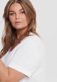 ONLY Carmakoma - CURVY - T-shirts - white - 3