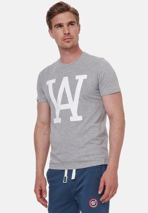 WOLDO ATHLETIC - T-shirt print - grau weiß