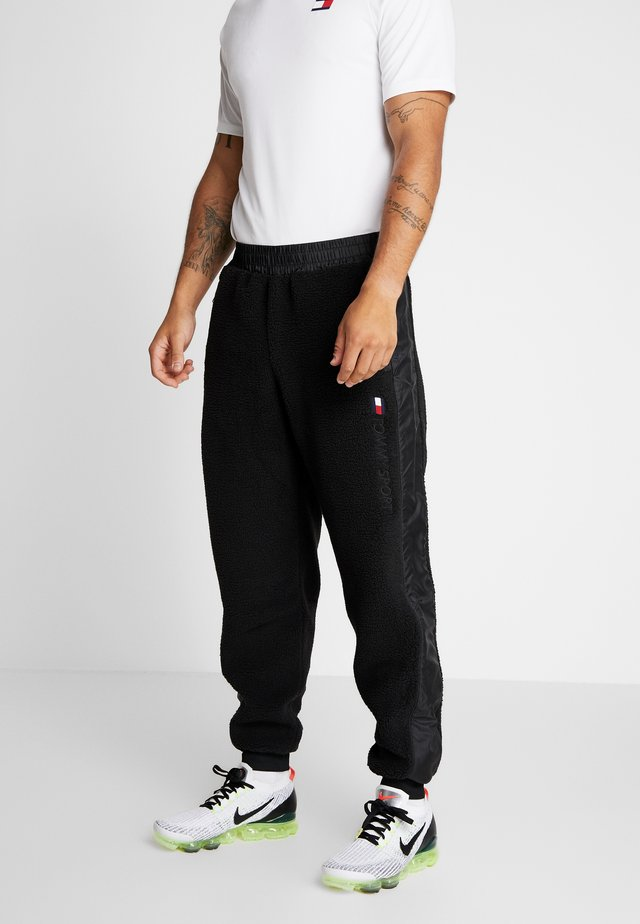SHERPA PANT CUFFED - Pantalon de survêtement - black