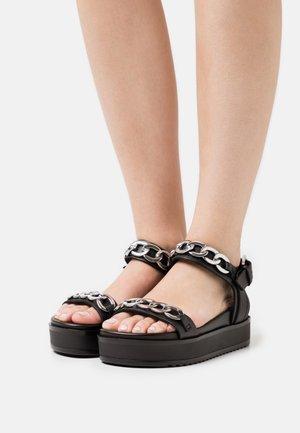 AVEC CHAINE DECORATIVE - Platform sandals - black