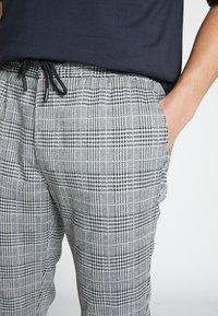 Topman - WHYATT - Pantaloni - grey - 5