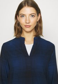 Lee - ESSENTIAL BLOUSE - Blouse - washed blue - 3