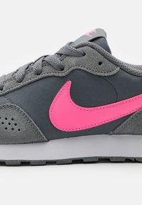 Nike Sportswear - VALIANT - Trainers - smoke grey/pink glow/white - 5