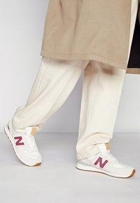 New Balance - Sneakers - beige - 0