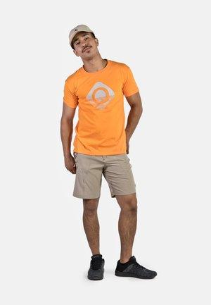 GRANBY - T-shirt imprimé - orange/silver