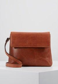 Royal RepubliQ - PURE EVENING BAG - Across body bag - cognac - 0