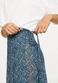 OYSHO - LILAC FLORAL SARONG SKIRT - A-line skirt - dark blue - 5