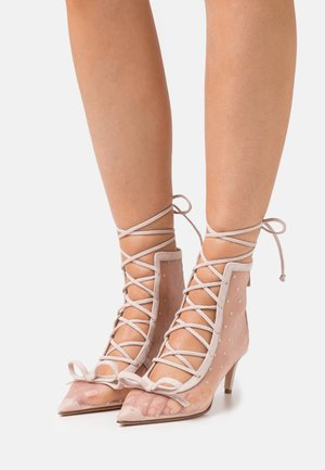 Lace-up ankle boots - nude/oro