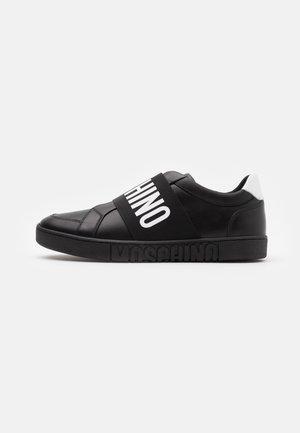 Nazouvací boty - black/white