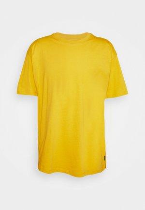 SHAPES GRAPHIC BOX TEE UNISEX - Print T-shirt - bold citron