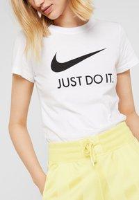 Nike Sportswear - W NSW TEE JDI SLIM - Print T-shirt - white/black - 5