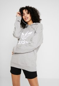 adidas Originals - ADICOLOR TREFOIL HODDIE SWEAT - Jersey con capucha - medium grey heather/white - 0