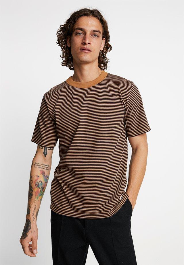 HÉRITAGE - Print T-shirt - navire/origine