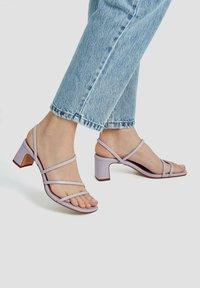 PULL&BEAR - MIT ABSATZ UND RIEMCHEN - Sandals - mauve - 0