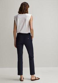 Massimo Dutti - UNIFARBENE SLIM-FIT-HOSE 05040533 - Pantalon classique - blue - 2