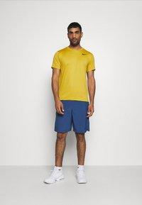 Nike Performance - T-shirts basic - tawny/dark sulfur/heather/black - 1