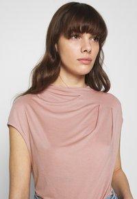Ted Baker - POPEEY - Basic T-shirt - dusky pink - 6