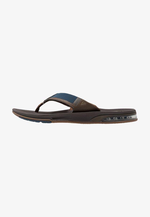 FANNING LOW - Sandály s odděleným palcem - navy/brown
