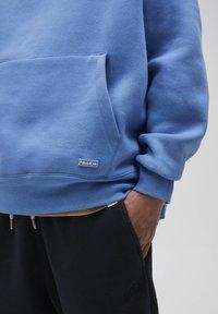 PULL&BEAR - Luvtröja - royal blue - 7
