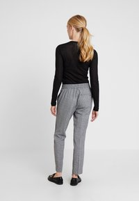 comma casual identity - TROUSERS - Trousers - grey/black - 2