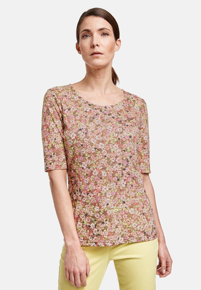 Gerry Weber - MIT FLOWERPRINT - Print T-shirt - lila/pink/grün druck