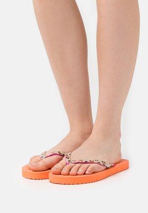 EASY ANIMAL - Sandály s odděleným palcem - cantaloupe/neon lilac