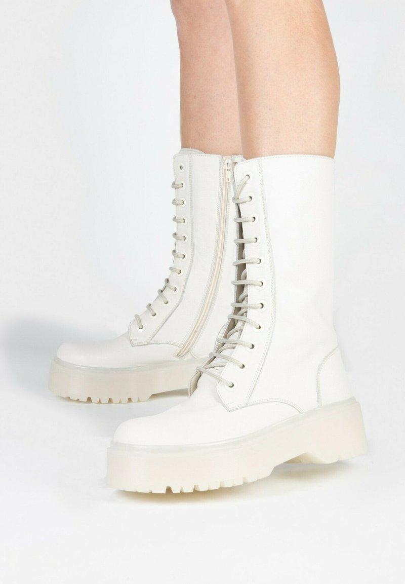 Eva Lopez - Lace-up boots - hielo